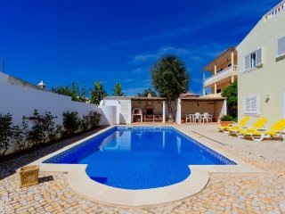Casa Danimel - Luxury 4 bedroom villa with private pool and BBQ, close to Silves