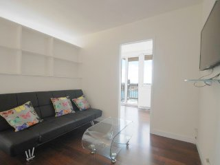 N24G-MURRAY HILL 3BR WITH BALCONY & GYM