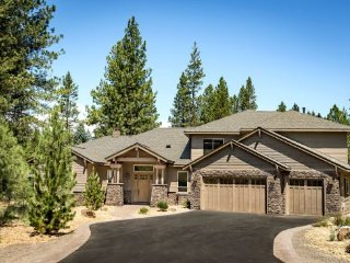 Luxury Lodge-Style 8 bdrm Home w/ 7 King Suites