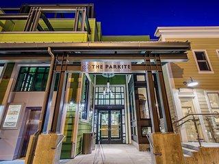 Parkite on Main: Junior Penthouse + Concierge Services