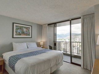 Waikiki Sunset 1BR Amazing MNT/City/Pool views