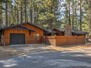 NEW! Cozy 4BR South Lake Tahoe Cabin w/ Hot Tub!