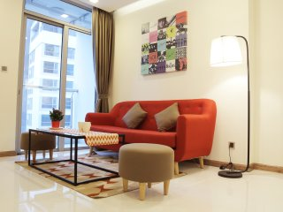 Vinhomes Central Park - Modern 2BR Apt,well-equiped,5min to center,2min to park