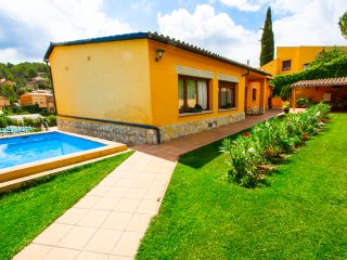 Adorable Villa La Llacuna with a private pool, on the outskirts of Barcelona!