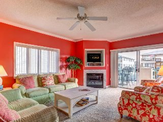 Family-friendly oceanview condo w/ shared pool, fireplace, and balcony