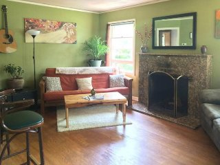 Dog-friendly  home w/yard & fireplace - walk to restaurants, bars, parks & more!