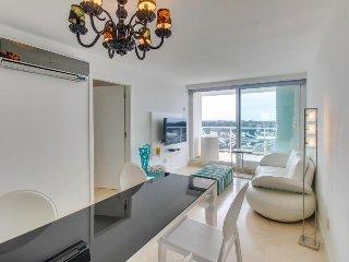 Lavish apartment w/ incredible high-rise views. Shared pool, gym, & more