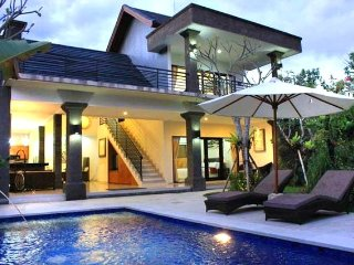 LEGIAN - 2 Bedroom Luxury Villa - Heart of Legian - Close to Beach - dehave