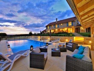 La Marquaysserie demeure de charme avec piscine privative dans superbe domaine