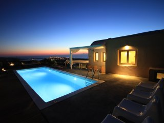 270 Oia's View House IV, private swimming pool, Sunset view