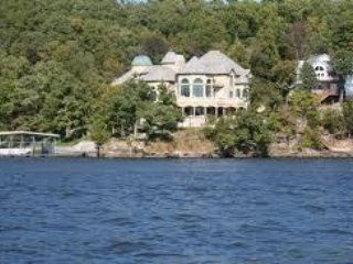 Lake of the Ozarks: 1BR Condo at Lakeside Resort w/WiFi, Pool & Watersports