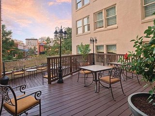 San Antonio, TX: 1 Bedroom at Riverfront Resort - Nearby Alamo Excursions & More
