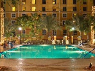 Las Vegas, NV: 2BR w/WiFi, Pool, Theater, Free Shuttle, 1 Mi. From Vegas Strip