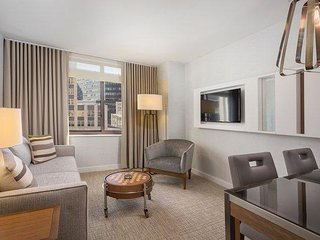 Central Manhattan, NYC: 1 BR Apt at Luxury Resort, FREE WIFI, Blocks to 5th Ave