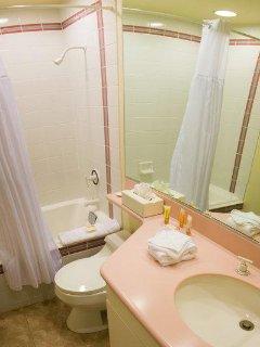 Club Lakeridge Resort Suite Bathroom.