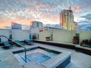 Stylish 1BR Suite w/ Full Kitchen, Resort Pool & Spa - 1 Block to Boardwalk