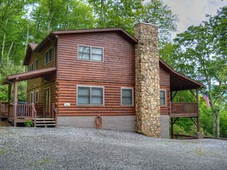 Barefoot Cabin-Beautiful 5 BR Cabin w/HOT TUB, Pool Table, Wi-Fi, 2 Fireplaces &