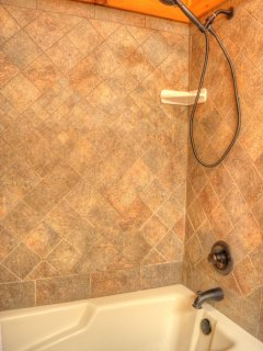 Master Bathroom Tiled Tub/Shower