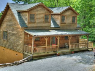 Grandfather View-3 BR, 2 1/2 BA, Sleeps 8, VIEWS, Hot Tub, Wi-Fi, Close to Snow