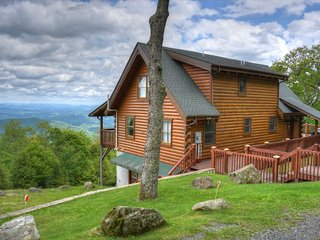 View Paradise-BEST VIEWS AROUND! 3 BR Cabin w/Hot Tub, Pool Table, Wi-Fi & MORE!
