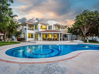 Casa Refugio — Oceanfront, Pool, Main Villa and Guest Bungalow