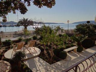 Beachfront Luxury Apartment at Villa Ratka - Seget Donji