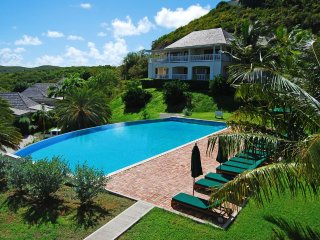 Nonsuch Bay Resort Private Luxury Apartment by Pool, Superb Bay View, Beach 80m