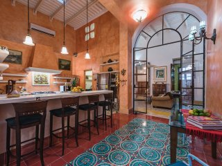 Sunny colonial gem in the heart of Merida