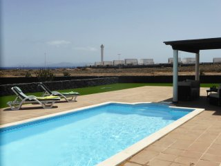 V. Paradise, fabulous villa, private pool, free Wi Fi, great location, sea views