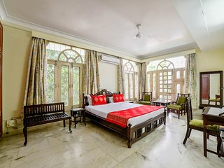 Sunshine Bedroom With Warmth Hospitality