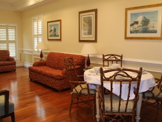 Classic Condo-Sleeps 6  Parking