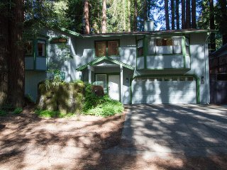 Camp Ciyole - Close to the Russian River, Hot Tub, Very Comfortable!