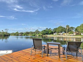 3BR Holiday House w/ Direct River Access & Pool!