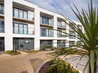 Stunning 3 BR Oceanfront Townhouse in Torquay steps from Blue Flag beach