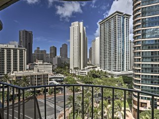 Honolulu Condo w/ Views - Walk to Waikiki Beaches!