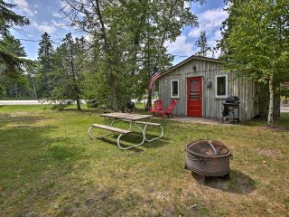 NEW! 1BR Suttons Bay Cottage - Shared Waterfront