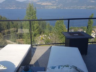 Lake Front Kelowna Vacation Home-2 Bed & Bath, Swim in Lake, Play in Pool, Relax
