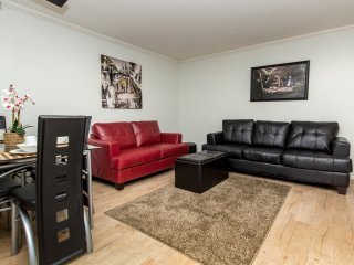 Deluxe 2 Bedroom Fully Furnished Apartment near  N Poinsettia Pl