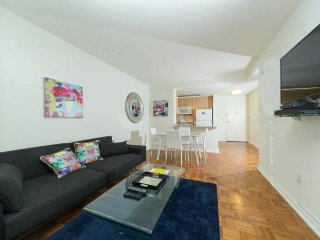 VIEWS-DOORMAN-GYM-MIDTOWN WEST 1BR APARTMENT