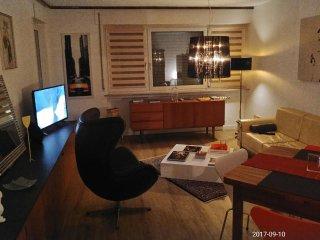 60 qm 2 Zimmer ruhige und sonnige Wohnung mit Balkon UNINAHE