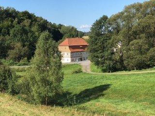 Komfortable und gemutliche Maisonette-Ferienwohnung 80 qm in historischer Muhle