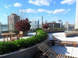 12M-AMAZING PANORAMIC VIEWS-52ND STREET 1BR WITH WASHER & DRYER
