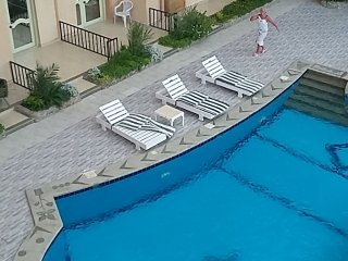 Nice and clean 1 bedroom apartment with pool view !