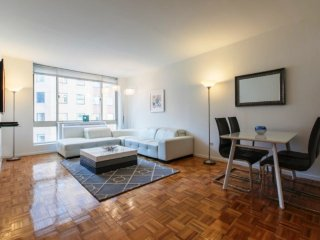 21E-DOORMAN-GYM-1BR IN MIDTOWN WEST!