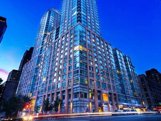 10D-MIDTOWN WEST 2BR-DOORMAN AND GYM