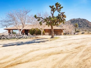 Bright Joshua Tree home with 360 Panoramic Views