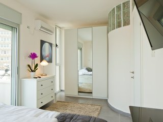 TLV SUITES BY THE SEA - 3 ROOMS