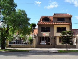HOSTAL KOLIBRI B&B. SE ENCUENTRA UBICADA EN LA CIUDAD DE CUENCA, PROVINCIA DEL A