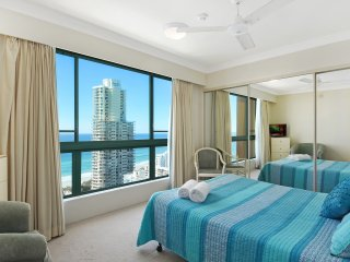 Surfers Paradise, Crown Towers Resort 3 Bedroom + Family Beach Front Apartment