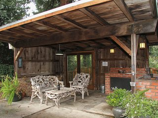 Antler Lodge - Gorgeous, Riverfront Home, eight acre Beach, hot tub